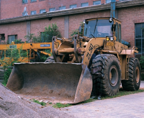 liu_bolin_hitc_no-71_bulldozer_photograph_2008